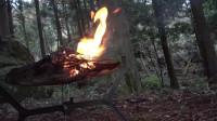 露营 旅行  荒野生存体验 用篝火制作美食
