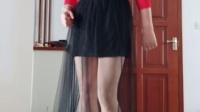 练习跳广场纱裙太长鞋子钩着裙子太搞笑了