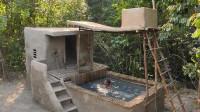 荒野生存 生存哥 原始技能给游泳池建造瀑布淋浴