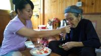 暖心, 酒鬼小莉给秋子寄来一大箱家乡的蜜桃, 奶奶吃了赞不绝口