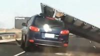 """越野车瞬间被砸""""扁""""! 实拍: 女司机高速路行驶中被路牌砸中"""
