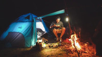 独自露营过夜——烹饪米饭, 蔬菜, 鱼烧 荒野生存体验