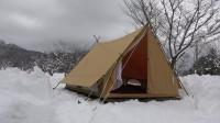 为了体验荒野生存 小哥 冬季旅行今年仍在雪中野营