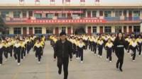 校长带全校学生跳鬼步舞: 没人会我就自己教