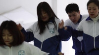 下课铃声一响, 同学们争着冲出教室, 这么积极的目的是什么