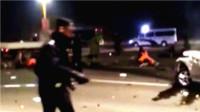 现场: 河北廊坊轿车货车相撞致21人死伤