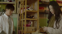 恋物癖小伙假扮清洁工溜进刘亦菲宿舍, 不料被回来的女生撞见