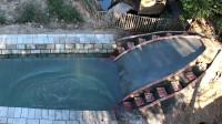 小伙 自己建造地下游泳池及滑水道 网友: 这技术这手艺真是不错