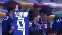 日本美女球迷现身看台 手举球衣为偶像助威