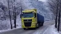 重型卡车冰雪路面上爬山坡, 必须使用纯铁构成的防滑链, 长期行驶防滑链也会损坏