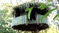 小哥一个人徒手在森林中建造树屋
