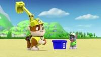汪汪队立大功:暴风雨吹翻了回收桶,狗狗们清理海滩垃圾!
