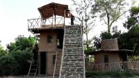 野外小哥居然建造建竹水滑梯健身娱乐