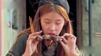 两个富家子女在农村第一次吃到肉, 没想到是这表情