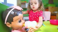 萌娃小可爱给宝宝洗脸、刷牙、做早餐, 真是一位负责的小家长呢!