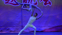 C0004 (2)[原创]国防教育全国巡演来绥德精彩上演杂技[肩上芭蕾]张海喜摄