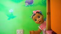 萌娃小可爱和玩具宝宝一起玩捉迷藏, 两个小家伙玩的可真是开心呢!