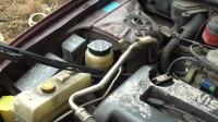 看这台车方向机渗油这么严重你说还能开吗?