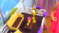 萌娃的玩具小别墅做的可真是精致呢! 家具摆设样样齐全!