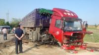 女子在货车盲区惨遭碾压, 3秒后司机的做法惨无人道, 网友: 必须死刑!