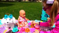 萌娃小可爱带着玩具宝宝和狗狗去郊游野餐, 这生活可真是惬意呢!