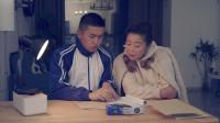 陈翔六点半: 他每天扮演一年级学生, 为了治疗失忆母亲…