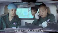 救护车司机:车上没病人不能闯红灯,女医生一席话感动众人,伟大