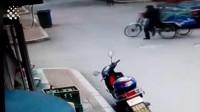 12个三轮车祸现场, 一个比一个搞笑!