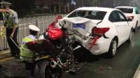摩托男疯狂飙车,被交警拦截后竟直接开撞,监控放慢10倍才看清事发经过!