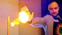 世界上最炫酷的手环,可连续发射火球,用来点烟会怎样?