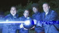 4个人捡到一个金属球,发现有孔用手插了进去,竟触发了神秘机关