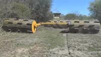 这样坑坑洼洼的压路碾轮有谁见过?一天开荒2520亩,效率太吓人!