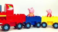 小猪佩奇猪妈妈拼积木小火车