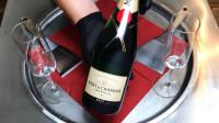 法国酩悦香槟300元一瓶,老板用它来炒冰淇淋,华丽变身能卖30元!