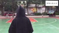 小姐姐打篮球姿势真的帅,技术比男生都熟练,一看就是经常练习!