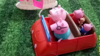 育儿玩具:小猪佩奇全集视频,小猪佩奇一家去猪奶奶家过年!小猪佩奇第六季小伶玩具视频