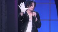 天王迈克尔杰克逊在这首歌里首跳太空步,《Billie Jean》,好帅!