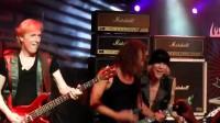 吉他大神 同台 蝎子乐队 Michael Schenker 与 Kirk Hammett