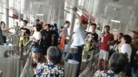 三亚检票员持垃圾铲狂抡旅客头部 已被停职
