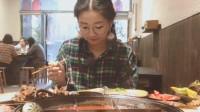 眼镜妹狂吃重庆火锅,场面劲爆又火辣,着实让人佩服!