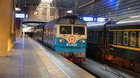 DF4DH牵引K7711次双层列车(北京→承德)从北京站4站台开出!