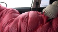 外面零下40度了,我们在车里睡觉不敢熄火,第二天汽油少了4分之1