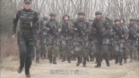 新兵武装越野,跑在最前面的居然是女兵,男兵:哪来这么个疯女人