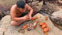 原始技术,红树林设陷阱抓大螃蟹,用海水煮煮就开吃!