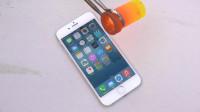 把熔化的铝倒在一部iPhone 6上面,你猜结果会怎样?一起见识下!