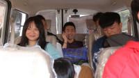 闽南语搞笑视频:小伙车上高调炫富,不料却令众人感动