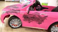 萌娃小可爱的玩具车弄得可真够脏的呀!—萌娃:等下就干净了,宝宝要开始洗车啦!