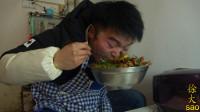 一斤辣椒一个猪肚,再来两头蒜,大sao厨房一人一盆,吃得真过瘾