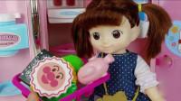 芭比公主学习煮面,清洗水果照顾宝宝,厨房过家家玩具