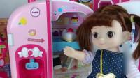 芭比娃娃的零食玩具屋全是好吃的